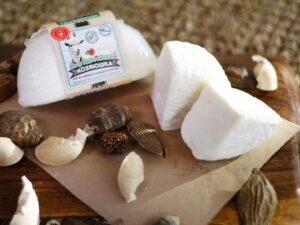 Адыгейский— сыр козий.
