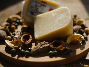 «Английский фермерский» - сыр козий 42%