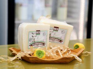 «Английский фермерский» - сыр козий 42%.