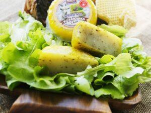 «Качотта с травами» - сыр козий 45%.