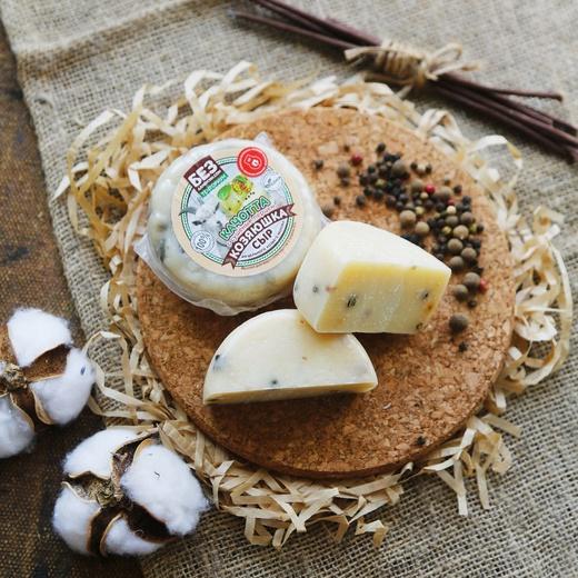 «Качотта» - сыр козий 45% с перцем.