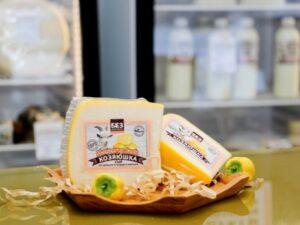 «Монтерей Джек» - сыр козий полутвердый.