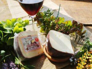 Пьяная коза Cabra al vino, сыр козий с винной корочкой.