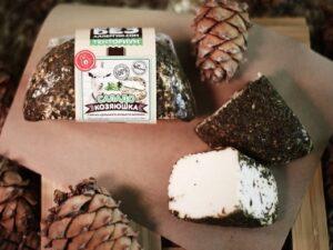 «Саладо» - сыр козий.